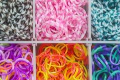 Bandas elásticos del telar del arco iris imágenes de archivo libres de regalías
