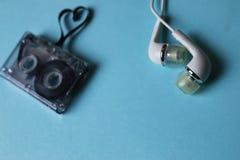 Bande audio sur un fond bleu Images stock