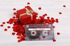 Bande de cassette sonore et petits coeurs Image stock