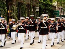Bande de corps des marines de New York - des Etats-Unis, USA pendant la démonstration pour le public chez Bryant Park pour la mar image stock