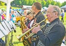 Bande de jazz de ruelle de carter de bidon au jour de thème de Forres. Photographie stock