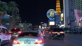 Bande de Las Vegas conduisant le tir la nuit banque de vidéos