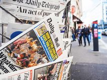 Bande 2017 de Las Vegas tirant Daily Mail, rue de kisok, newspape Photos libres de droits