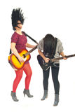 Bande des filles avec des guitares dans le mouvement Photographie stock libre de droits
