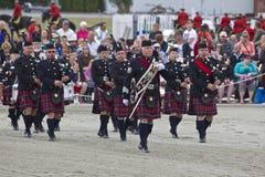 Bande des montagnes écossaise de tambours et de cornemuses Images stock