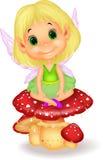 Bande dessinée féerique mignonne se reposant sur le champignon Photo libre de droits