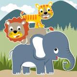 Bande dessinée heureuse d'animaux de safari sur le fond de montagne Photographie stock