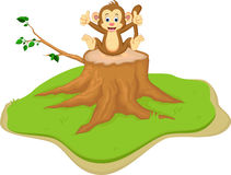 Bande dessinée mignonne de singe se reposant sur le tronçon d'arbre illustration de vecteur