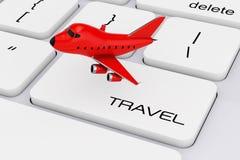 Bande dessinée rouge Toy Jet Airplane au-dessus de clavier d'ordinateur avec le voyage Images libres de droits