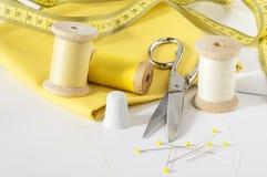 Bande et fils de mesure en jaune Image libre de droits