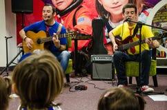 Bande musicale pour les enfants Troly et EL Lobito photographie stock
