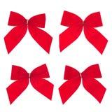 Bande rouge et proue de quatre cadeaux photos stock