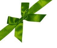 Bande verte de satin avec la proue, d'isolement sur le blanc Image libre de droits