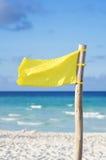 Bandeira amarela da praia Fotos de Stock Royalty Free