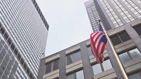 Bandeira americana contra o céu azul brilhante filme