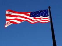 Bandeira americana da manhã no alvorecer adiantado no cais da marinha de Chicago foto de stock royalty free