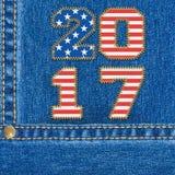 Bandeira americana de ano novo feliz 2017 no fundo das calças de brim Fotos de Stock Royalty Free