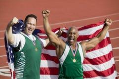 Bandeira americana de With Medal And do atleta masculino fotografia de stock