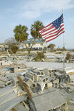 Bandeira americana e casa destruída Fotos de Stock Royalty Free
