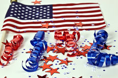 Bandeira americana e confetti Imagens de Stock