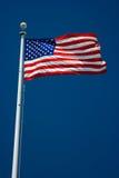 Bandeira americana e céu azul Imagens de Stock Royalty Free