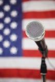Bandeira americana e microfone foto de stock royalty free