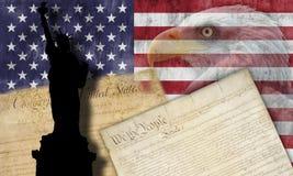 Bandeira americana e símbolos patrióticos Fotografia de Stock Royalty Free