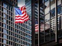 Bandeira americana em Manhattan Fotografia de Stock Royalty Free