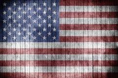 Bandeira americana em um fundo de madeira ilustração royalty free