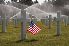 Bandeira americana no cemitério da praia de omaha Fotografia de Stock Royalty Free