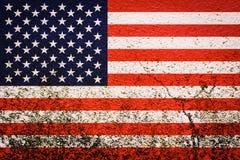 Bandeira americana no fundo da parede Fotografia de Stock Royalty Free