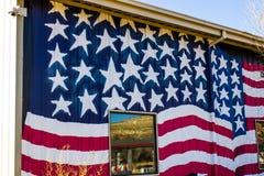 Bandeira americana no lado da construção Fotografia de Stock
