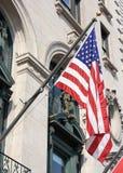 Bandeira americana no lado de um edifício Imagem de Stock