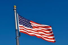 Bandeira americana que funde no vento Fotografia de Stock Royalty Free