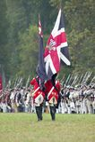 A bandeira britânica e as tropas britânicas na rendição colocam no 225th aniversário da vitória em Yorktown, um reenactment do ce Imagens de Stock