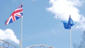 A bandeira britânica e a bandeira da União Europeia