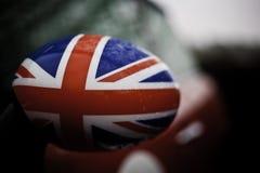 Bandeira britânica no espelho de asa do carro Fotografia de Stock