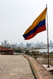 Bandeira colombiana na skyline de Cartagena Foto de Stock Royalty Free