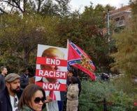 Bandeira confederada, passo do ` t de Don em mim, Washington Square Park, NYC, NY, EUA Fotos de Stock
