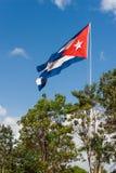 A bandeira cubana do estado vibra em um vento Habana, ilha de Cuba Fotos de Stock Royalty Free