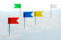 Bandeira da cor um pino no mapa Imagem de Stock