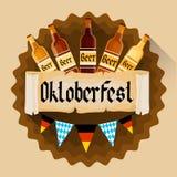 Bandeira da decoração do feriado do festival de Oktoberfest das garrafas de cerveja Fotografia de Stock Royalty Free