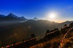 Bandeira da oração no monte de Poon em Nepal Fotos de Stock
