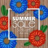 A bandeira da venda do verão, molde do cartaz com 3d realístico floresce no fundo de madeira Foto de Stock