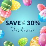 Bandeira da venda da Páscoa com os ovos coloridos bonitos no fundo azul Salvar até 30% Imagem de Stock