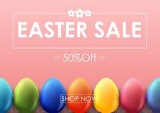 Bandeira da venda da Páscoa com os ovos coloridos bonitos no fundo vermelho Imagens de Stock Royalty Free