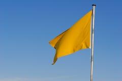 Bandeira de advertência amarela Fotografia de Stock Royalty Free