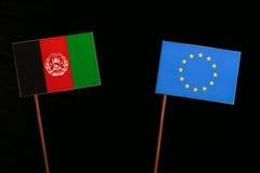 Bandeira de Afeganistão com a bandeira da UE da União Europeia isolada no preto Foto de Stock
