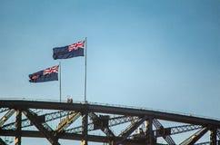 Bandeira de Austrália acima da ponte de Sydney Harbour Imagem de Stock