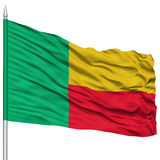 Bandeira de Benin no mastro de bandeira Imagem de Stock Royalty Free